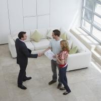 Почему покупать квартиру через агентство выгоднее, чем напрямую?