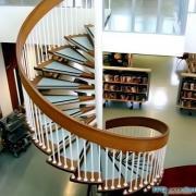 Изысканная лестница в дом
